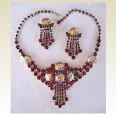 Spectacular Vintage Set Red Carnival Glass with Ruby Rhinestones Choker & Dangle Earrings