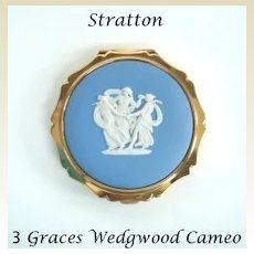 Rare Vintage STRATTON England Compact Three 3 GRACES Josiah Wedgwood White Cameo Blue Jasperware