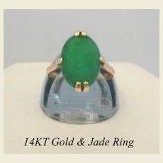 Lovely Vintage Estate 14KT Yellow Gold & Jade Ring Hallmarked