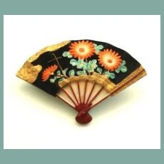 Rare Authentic Signed Japanese Porcelain Fan Brooch Overlaid Glass Flowers Gilded Gold