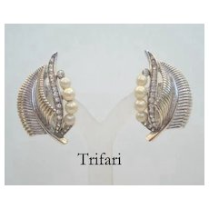 Exquisite Vintage Signed Trifari Earrings Rhinestones Simulated Pearls Silver Leaf