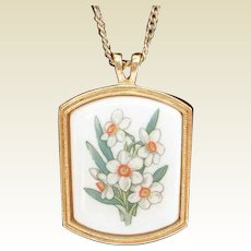 Vintage Avon Porcelain Flower Pendant Necklace