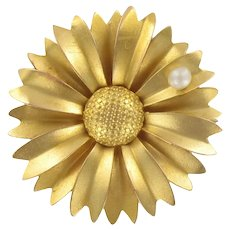 French 1960s Cultured Pearl 18 Karat Yellow Gold Sunflower Brooch