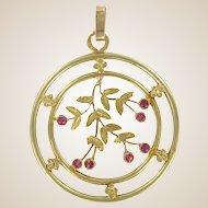 French 1900s Round 18 Karats Yellow Gold Pendant