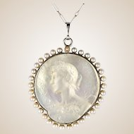 French 1920s Platinum Chain Mother of Pearl Natural Pearls Medal