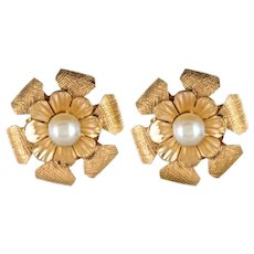 1960s cultured Pearls 14 Karat Yellow Gold Flower Shaped Stud Earrings