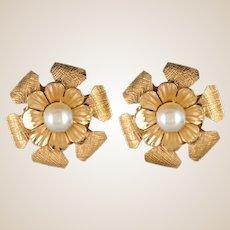 1960s cultured Pearls 14 Karat Yellow Gold Flower Shaped Stud Earrings