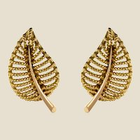 1980s French 18 Karat Yellow Gold Leaf Shaped Clip Earrings