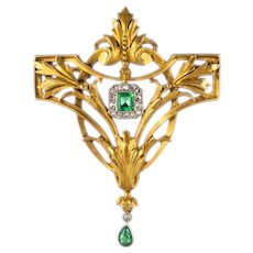 French 19th Century Emerald Diamond 18 Karat Yellow Gold Pendant Brooch