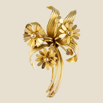 1950s French 18 Karat Yellow Gold Floral Brooch