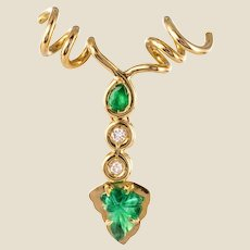 Modern Emerald Diamonds 18 Karat Yellow Gold Vine Leaves Pendant