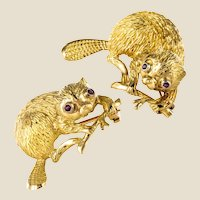 French Braun 1950s Ruby 18 Karat Yellow Gold Beavers Pair of Brooches