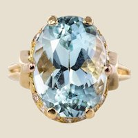 French 1960s 6.87 Carat Aquamarine Diamonds 18 Karat Yellow Gold Ring