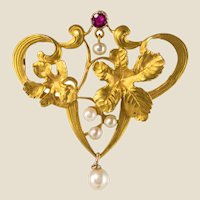 French Art Nouveau Ruby Natural Pearl 18 Karat Yellow Gold Brooch