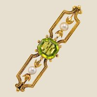 French 19th Century Peridot Natural Pearl 18 Karat Yellow Gold Brooch