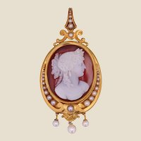 French 19th Century Cameo Natural Pearls 18 Karat Yellow Gold Pendant