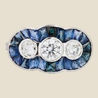 Art Deco Spirit Calibrated Sapphire Diamonds 18 Karat White Gold Ring