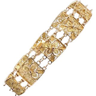 1960s 18 Karat Yellow Gold Filigree Square Links Bracelet