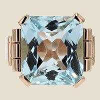 1930s Art Deco 10,50 Carat Aquamarine 18 Karat Yellow Gold Ring