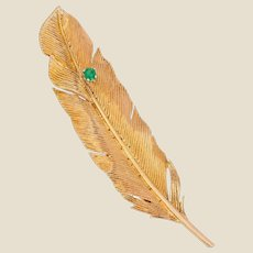 French 1960s Emerald 18 Karat Yellow Gold Feather Brooch