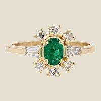 Modern Emerald Diamonds 18 Karat Yellow Gold Ring