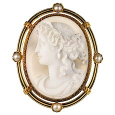 French Antique Fine pearls and Agate Cameo Brooch 18 Karats Yellow Gold