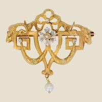 1900s Natural Pearl Diamonds 18 Karat Yellow Gold Brooch Pendant