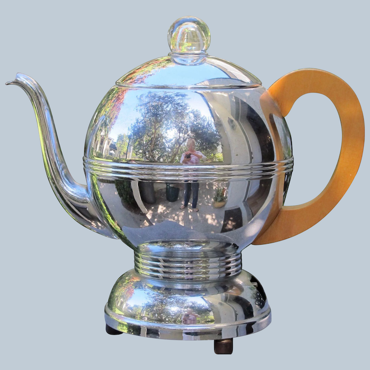 Art Deco Vintage chrome insulated coffee pot on perfect condition beautifully clean inside cream plastic feet and finial