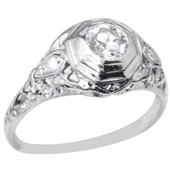 Beautiful Art Deco Style Filigree Diamond and 18k White Gold Engagement Ring