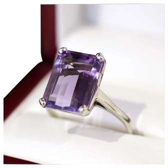Mad Men era, 1960's, Emerald cut 10ct Natural Amethyst cocktail ring, set in 14k gold.
