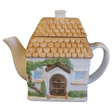Collectible Decorative English Teapot, Cottage