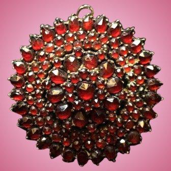 Bohemian Beautiful Brooch / Pendant with Garnets