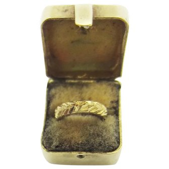 Rare Vintage 3D Velvet Ring Box Charm with Removable Gold Wedding Ring