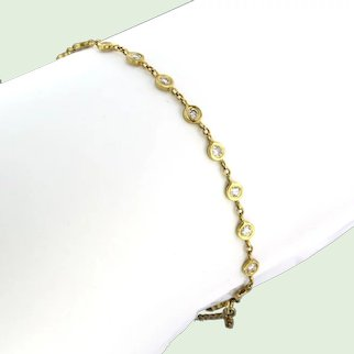 Modern 18k golden bracelet with diamonds