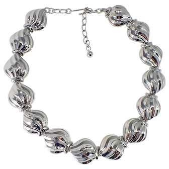 1980's Vintage Polished Silvertone Collar Length Necklace