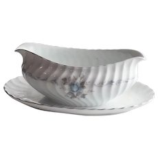 Style House Carillon Gravy Boat with Attached Underplate