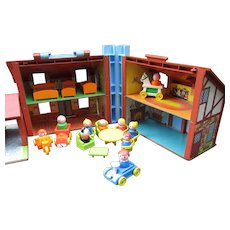 Fisher Price Doll House with 25 Pieces. Little People and Furniture. Garage Door and Doorbell Work Well!  Toy