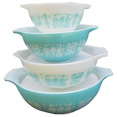 Set of 4 Pyrex Cinderella Mixing Bowls.  Nesting Amish Butterprint. Turquoise and White - Red Tag Sale Item