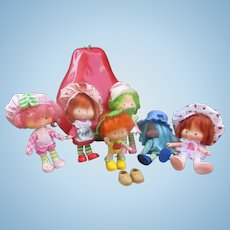 Berry Nice Lot of 6 Strawberry Shortcake Dolls Dated 1979 with Berry Carrying Case Dated 1980.