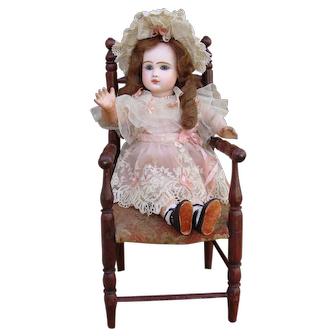 Nice antique chair for small doll.