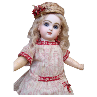 Adorable small Jumeau Bebe in rare size 2