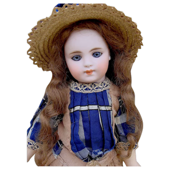 Very beautiful closed mouth mystery doll.