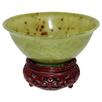 Spinach Jade Bowl with Stand