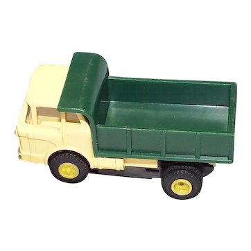 Slot Car Aurora HO scale  Tan Mac Truck