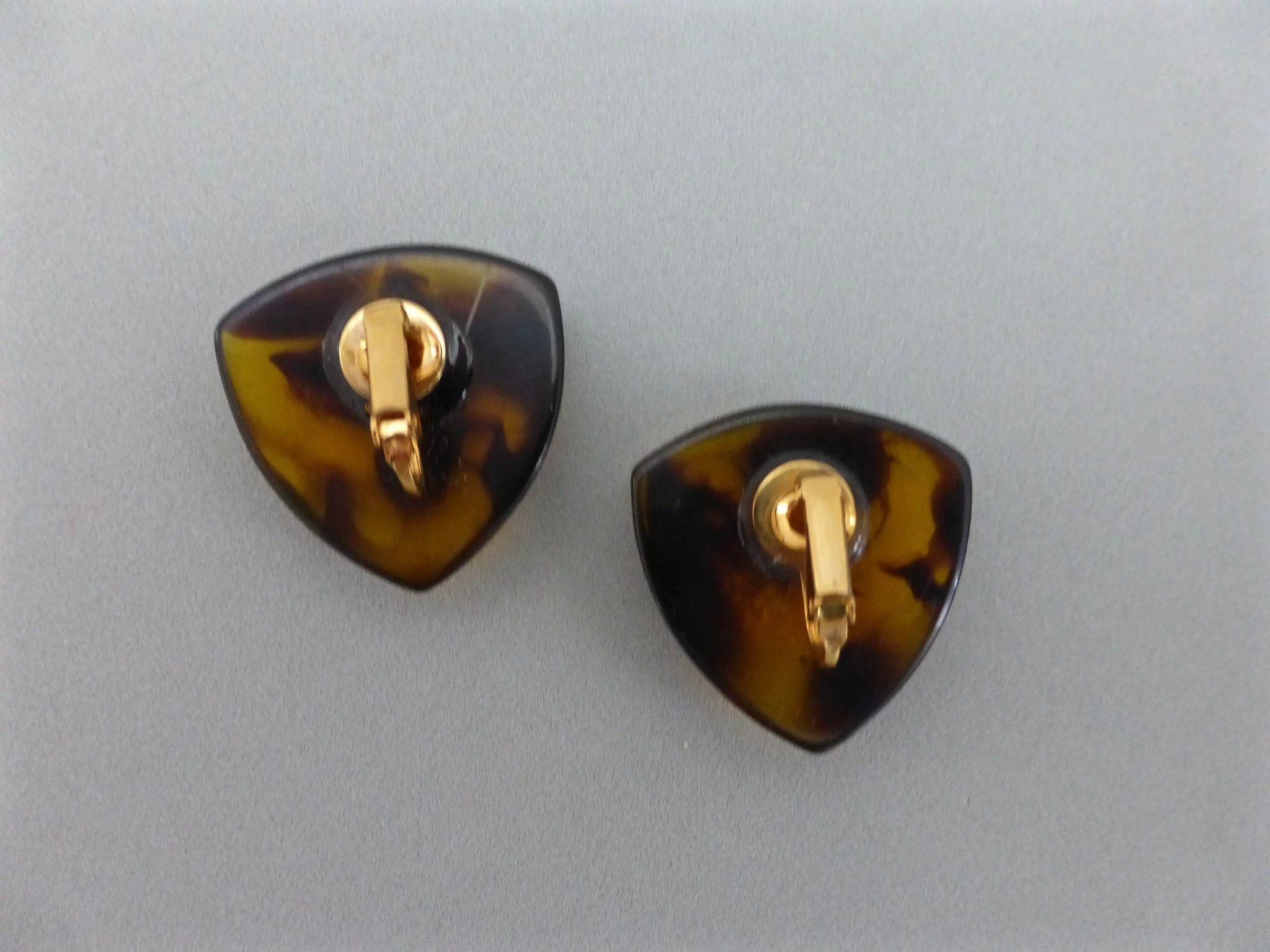 Vintage faux tortoise shell lucite triangular button for Real tortoise shell jewelry