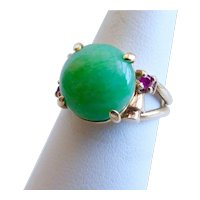 14K Apple Green Jadeite Jade and Ruby Retro Ring, Size 6.25