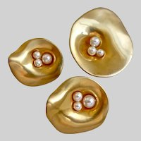 """Modernist Brooch and Clip Earring """"Oysters"""" in Matte Satin Gold Tone and Faux Pearls"""