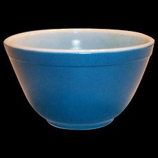 Pyrex Blue 1 1/2 Pt Glass Bowl