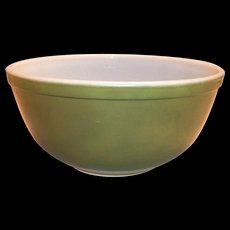 Pyrex 2 1/2 Qt Green Bowl