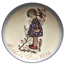 Berta Hummel: Mother's Day 1976 Plate Titled: Devotion for Mother